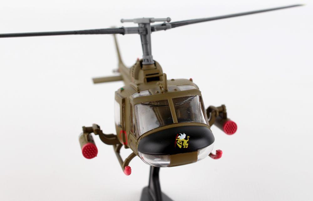 DARON  1//87  UH-1C HUEY GUNSHIP 1st CAVALRY PS5601