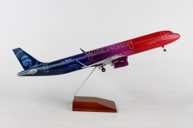 "SKR8413 - ""skymarks Alaska A321neo 1/100 More To Love W/wood Stand & Ge"""